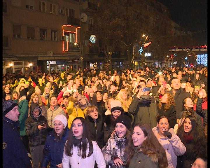 docek-srpske-nove-godine-u-centru-severne-mitrovice-video