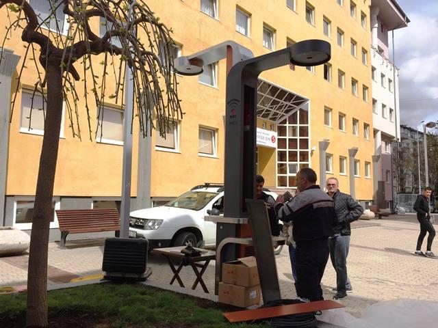 mitrovica-postavljeno-wi-fi-drvo-u-kampusu-studentskog-centra