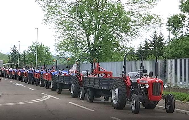 dodeljeni-traktori-poljoprivrednim-proizvodacima-na-kosovu
