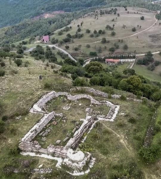 erp-zabrinuta-zbog-neovlascenih-radova-na-lokalitetu-hrama-sv-nikole-u-novom-brdu