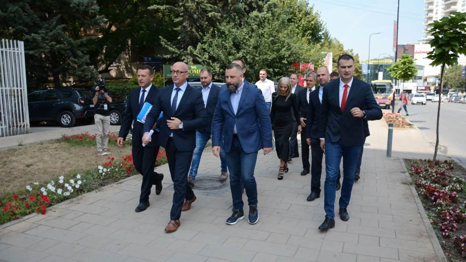 liste-kandidata-za-izbore-na-kosovu-predalo-25-politickih-partija-i-koalicija