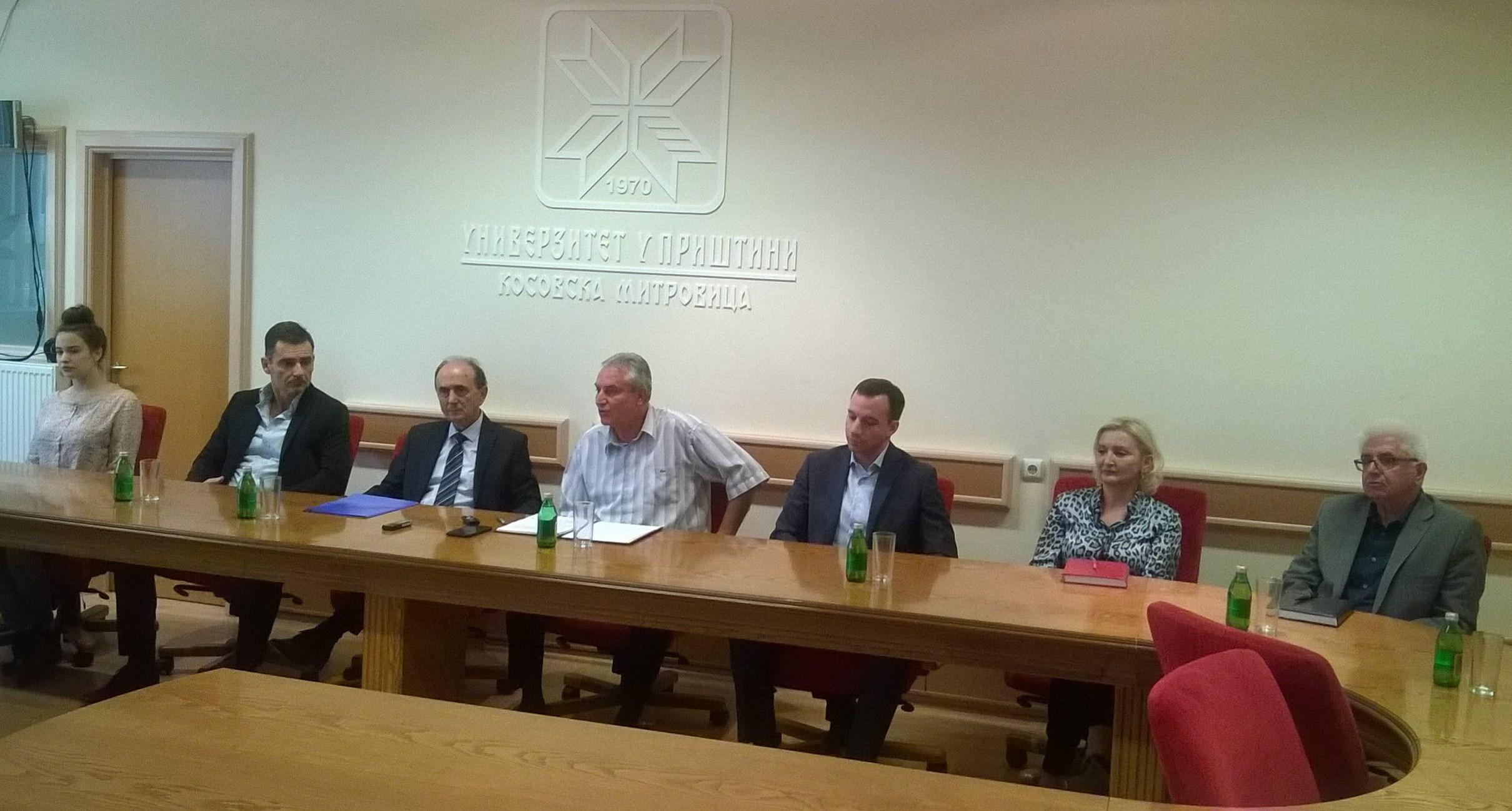 fondacija-privrednik-urucila-stipendije-najboljim-studentima-univerziteta-u-pristini