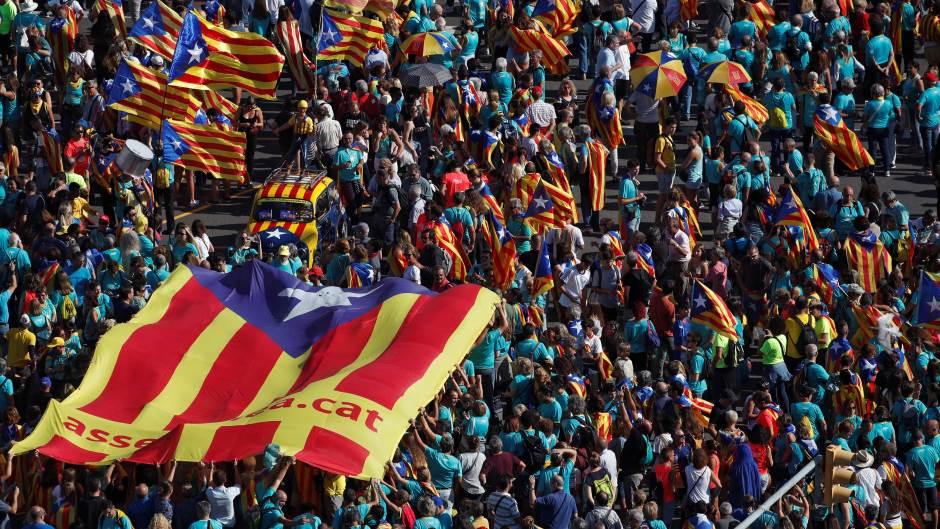 stotine-hiljada-ljudi-na-protestu-u-barseloni-zahtevale-nezavisnost-katalonije