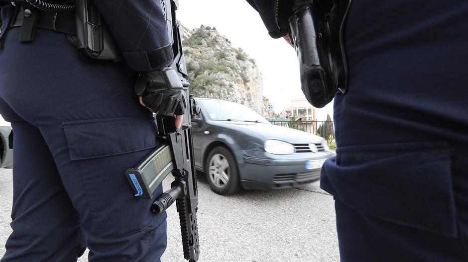 stotine-komada-oruzja-zaplenjeno-u-operaciji-u-francuskoj-pominje-se-i-srbija