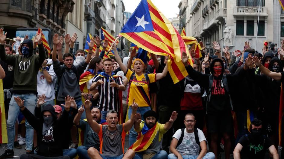 u-kataloniji-opsti-strajk-hiljade-na-velikom-protestu-u-barseloni