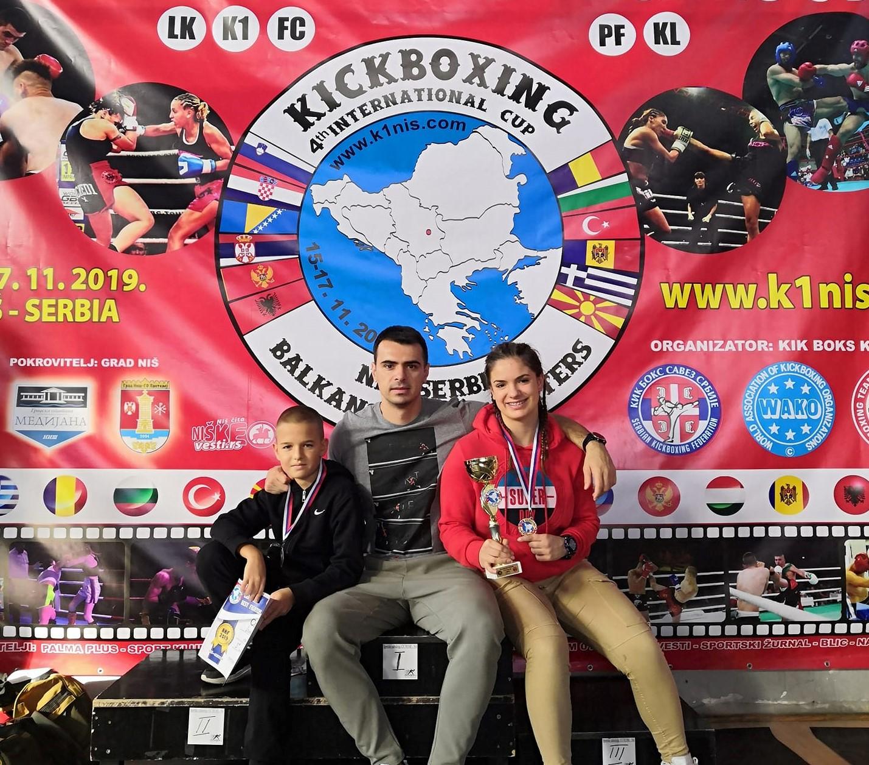 zlato-i-bronza-za-kik-boks-klub-028-iz-mitrovice
