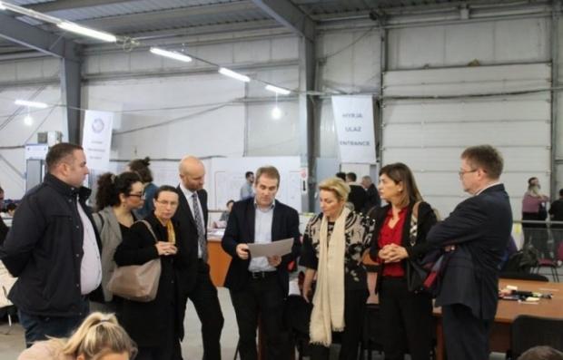 ambasadori-i-medunarodni-predstavnici-posetili-kosovski-centar-za-brojanje-i-rezultate