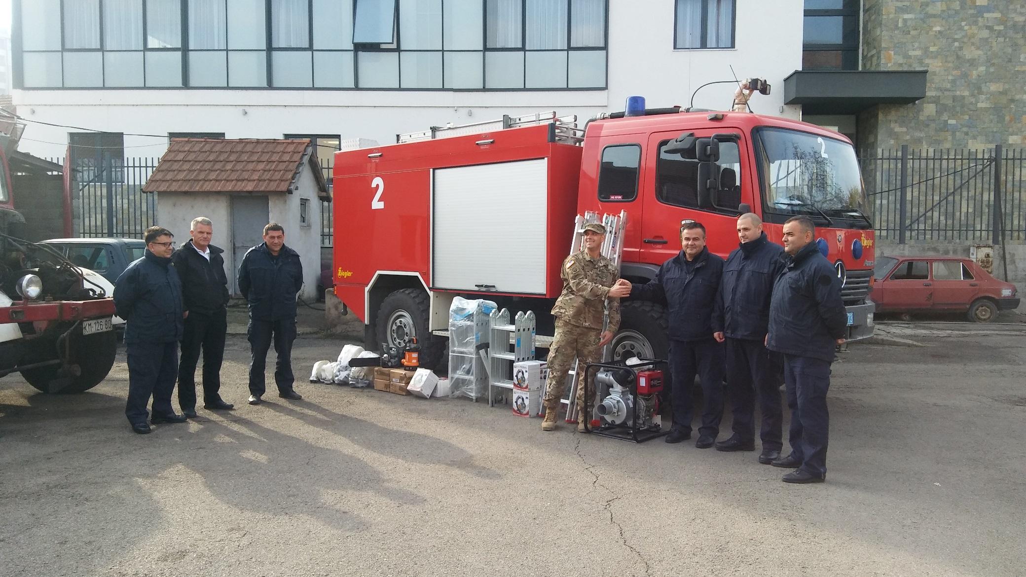 kfor-donirao-opremu-vatrogasnoj-stanici-u-mitrovici-foto