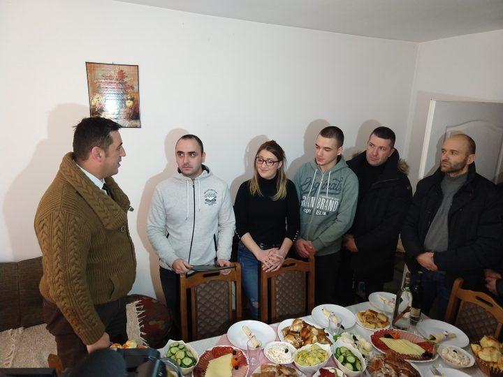 spiric-sa-saradnicima-u-poseti-porodici-simonovic