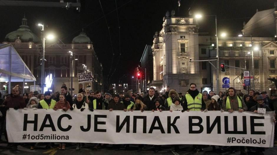protest-posvecen-oliveru-ivanovicu-umesto-govornika-pustani-njegovi-intervjui