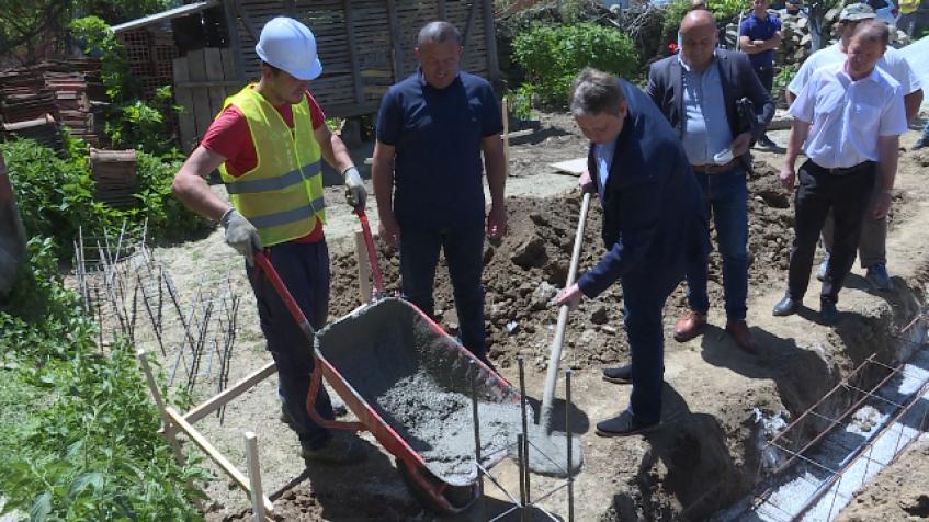Polozen Kamen Temeljac Za Dve Srpske Kuce U Mogili U Opstini