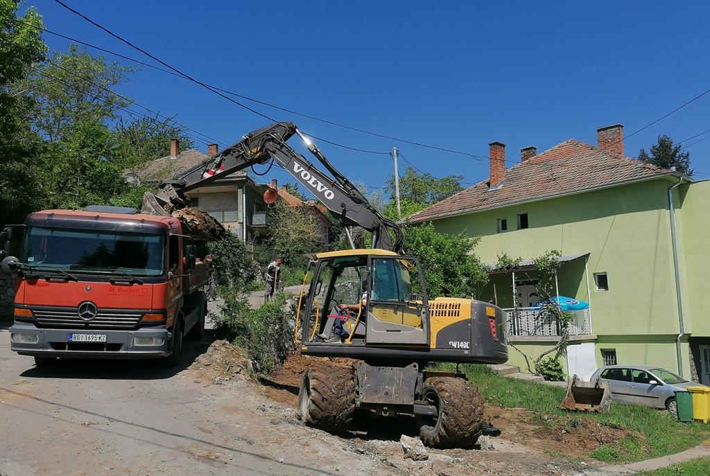 zavrsetak-radova-na-potpornom-zidu-u-ulici-rudarske-cete-za-desetak-dana