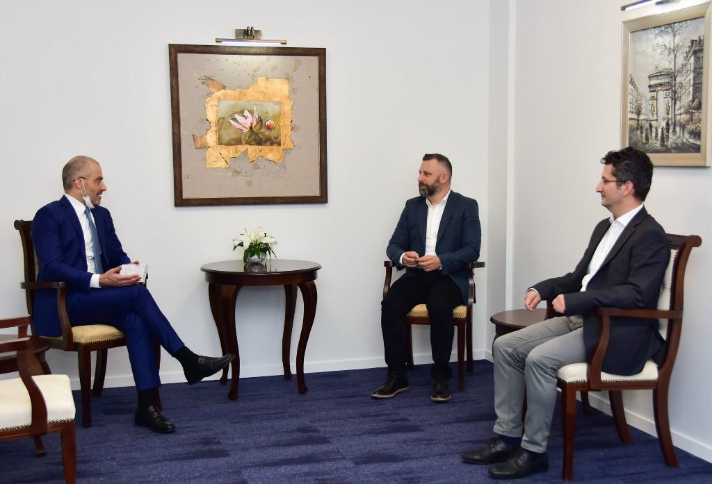 jevtic-sa-ambasadorom-italije-o-incidentima-u-povratnickim-sredinama-na-kosovu