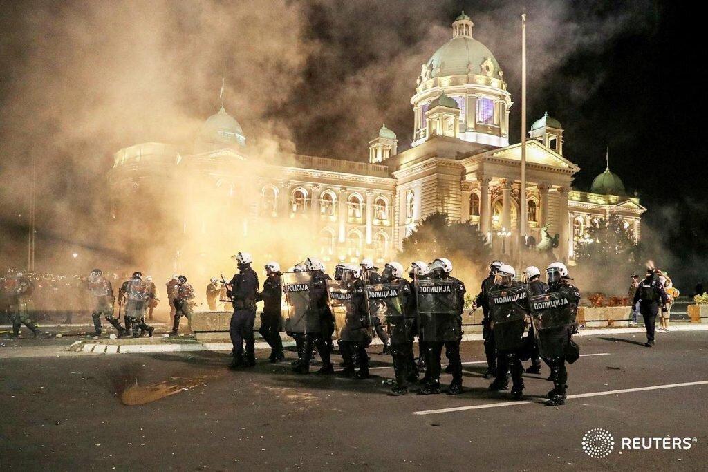 svetski-mediji-haoticni-protesti-u-beogradu-suzavac-i-sukobi-na-sve-strane