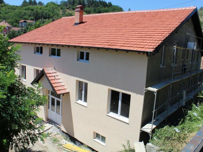 zbog-nedostatka-novca-staju-radovi-na-dnevnom-centru-u-kosovskoj-mitrovici