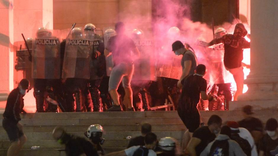 protesti-u-beogradu-i-drugim-gradovima-srbije-ima-incidenata