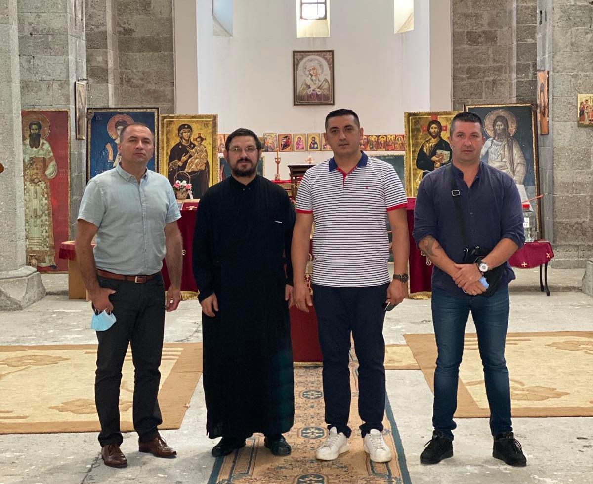 spiric-pomoc-za-obnovu-osvetljenja-porte-crkve-svetog-save-u-juznoj-mitrovici