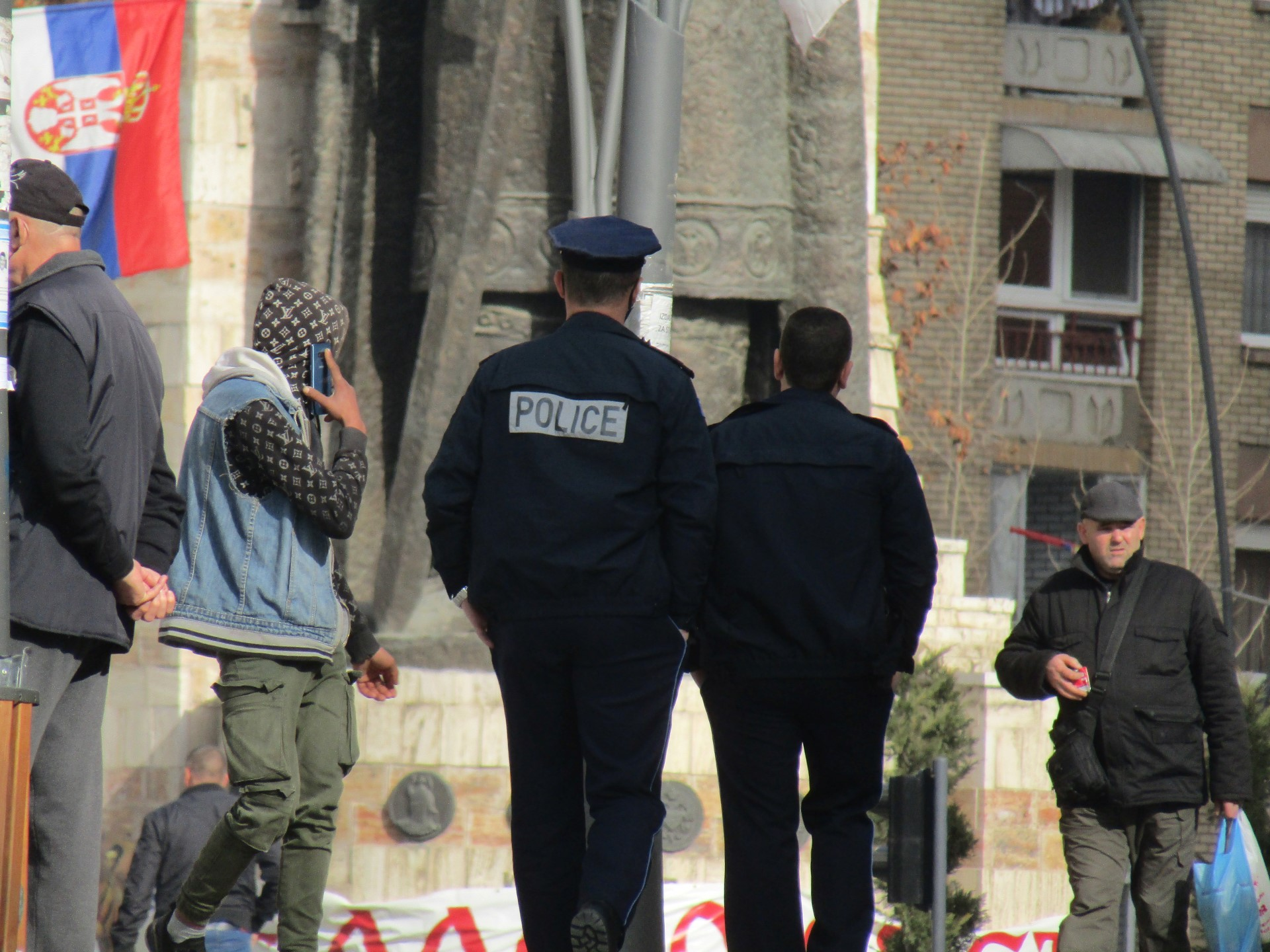 kosovska-policija-tuca-u-severnoj-mitrovici-2