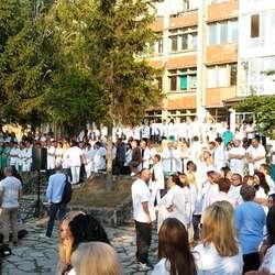 mitrovica-protest-belih-mantila