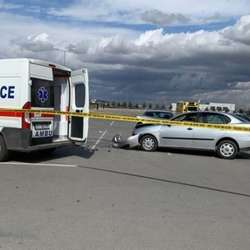 pristina-povredene-cetiri-osobe-na-parkingu-aerodroma