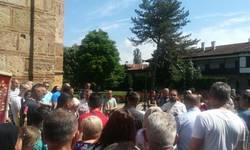 praznik-svete-trojice-obelezen-liturgijom-i-litijama-u-gracanici