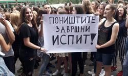 zavrsen-protest-ispred-ministarstva-prosvete-osmaci-pokupili-smece-i-razisli-se