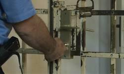 osumnjicenom-za-objavljivanje-vuciceve-umrlice-pritvor-do-30-dana