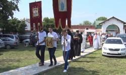 raseljeni-vucitrnci-obelezili-hramovnu-slavu