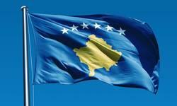 ponovo-istaknuta-zastava-kosova-na-tvrdavi-kod-novog-brda