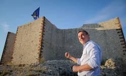 ponosan-sto-se-zastava-kosova-vijori-na-novobrdskoj-tvrdavi