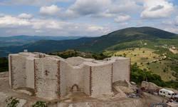 strucnjaci-otkrili-palatu-crkvu-ulice-na-lokalitetu-tvrdave-novo-brdo