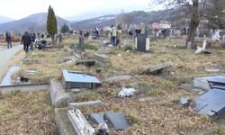 groblje-u-juznom-delu-mitrovice-u-rusevinama-i-pod-korovom