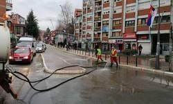 pocela-dezinfekcija-ulaza-i-ulica-apel-gradanima-da-ostanu-u-svojim-domovima