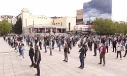 u-pristini-protest-sa-fizickom-distancom