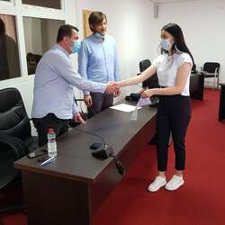 partes-devetoro-studenata-potpisalo-ugovore-za-staziranje-na-godinu-dana