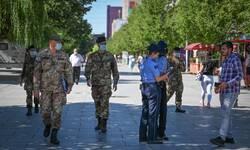 vojnici-kfor-a-nadgledali-sprovodenje-epidemioloskih-mera-u-pristini
