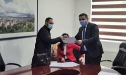 mitrovica-ugovore-o-radu-i-pripravnickom-stazu-potpisalo-12-lica