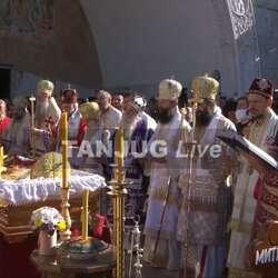 sahrana-mitropolita-amfilohija-gradani-se-okupljaju-ispred-hrama-u-podgorici