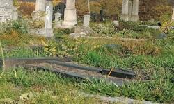 mitrovske-zadusnice-na-groblju-u-juznom-delu-mitrovice-svaki-put-je-sve-teze