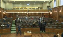 tuca-poslanika-u-kosovskoj-skupstini-sednica-prekinuta