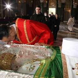 sveta-liturgija-u-sabornoj-crkvi-gradani-se-oprastaju-od-patrijarha-irineja