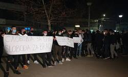 gracanica-manji-skup-ispred-policijske-stanice