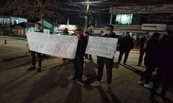 i-veceras-protestovali-vrsnjaci-privedenih-mladica